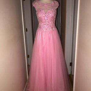 Angela and Alison Gown Size 6
